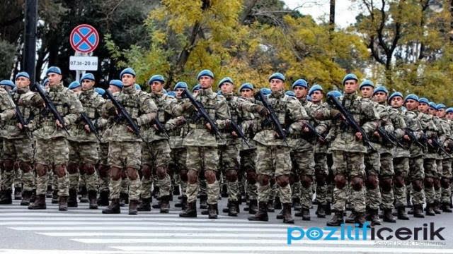 türk askeri 10 aralık zafer töreni için azerbaycan sokaklarını inletti