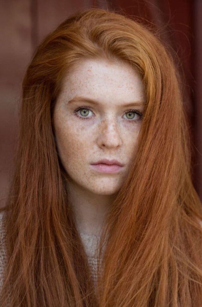 Kızıl Saç Güzelliği İçin 20 Ülkeyi Gezdi