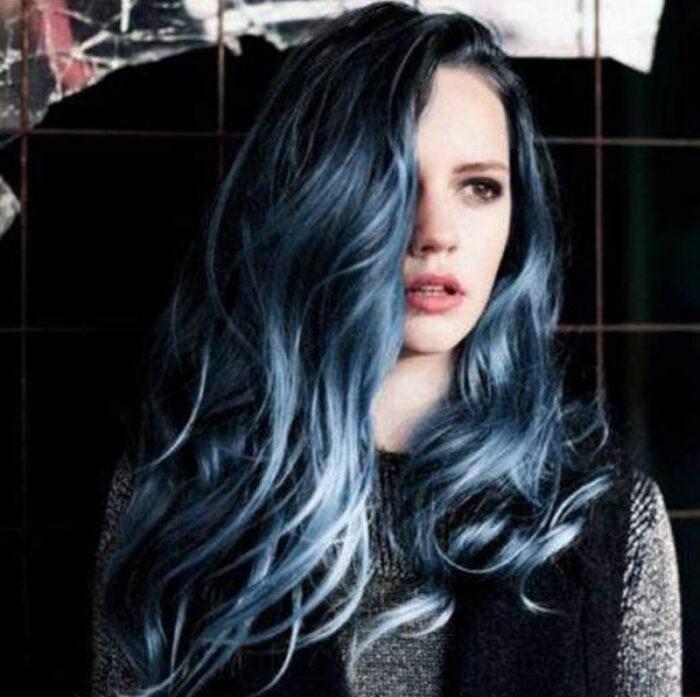 saçlarda sıcak tonlar - mavi siyah saç modelleri