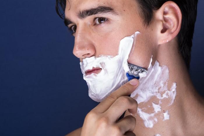 2. jilet kullanarak sakal çıkarma