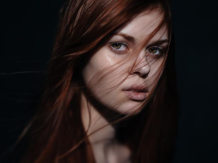 koyu kızıl saç tonları